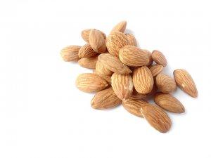 almonds-1567358_960_720